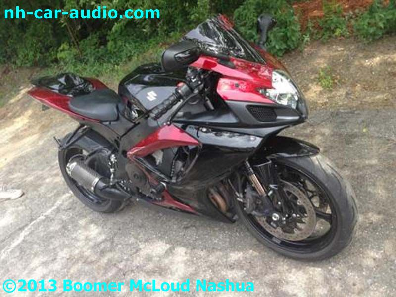 Street-bike-suzuki-Pandora-speakers-hidden