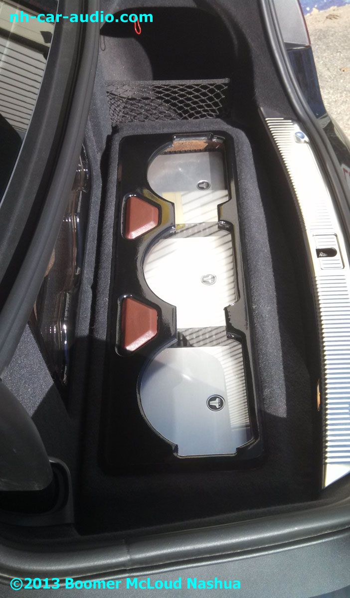 Audi-S8-customer-designed-built-JL-Audio-amplifiers